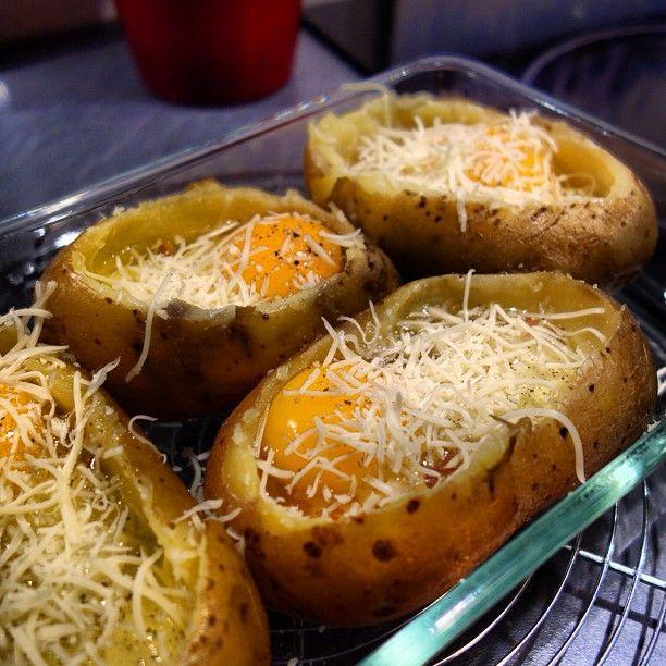 A la maison, nous avons une tendresse toute particulière pour les pommes de terre ; quel que soit leur mode de cuisson, on les aime ! Mais ce soir, j'avais envie d'un œuf cocotte alors que mon amou...