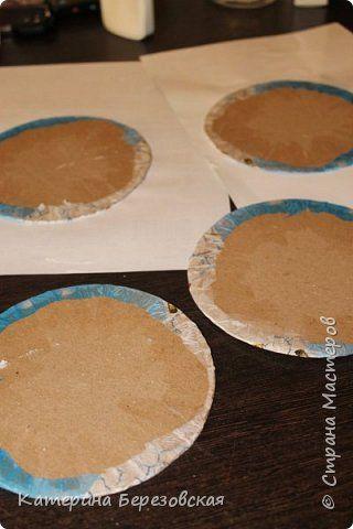 Здравствуйте!Хочу показать как я делаю декупаж картона. Для этого нам потребуется:  - заготовки из картона - акриловая краска  белого цвета - лак акриловый - салфетки - 2 кисти (для краски, лака) - салфетка белого цвета - утюг - перчатка и так начнем:) фото 9