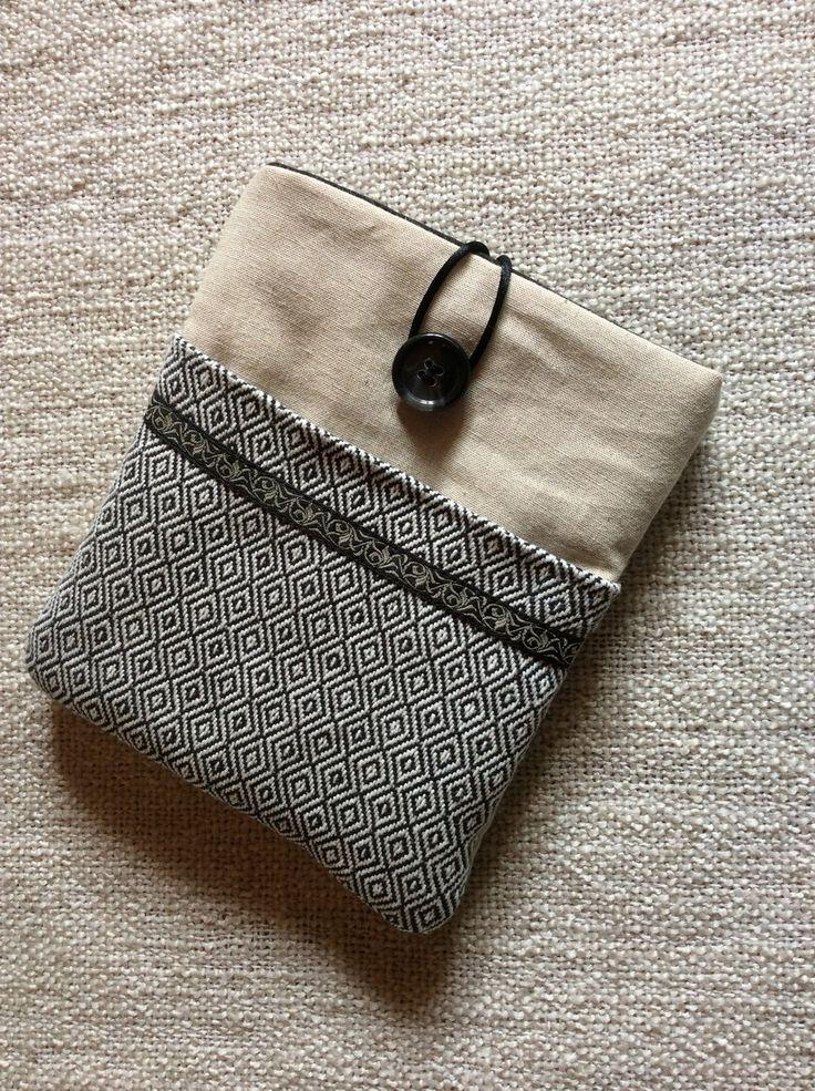 Pochette pour liseuse KOBO Aura en lin et tissu jacquard noir et blanc. : Housses ordinateurs et tablettes par sepia