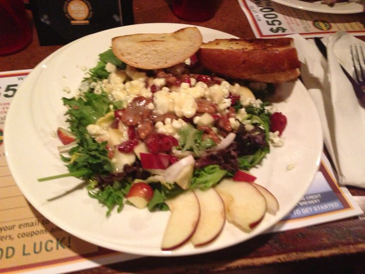 Delicious Salad - Apple, cranberries, blue cheese, walnuts and garlic bread.