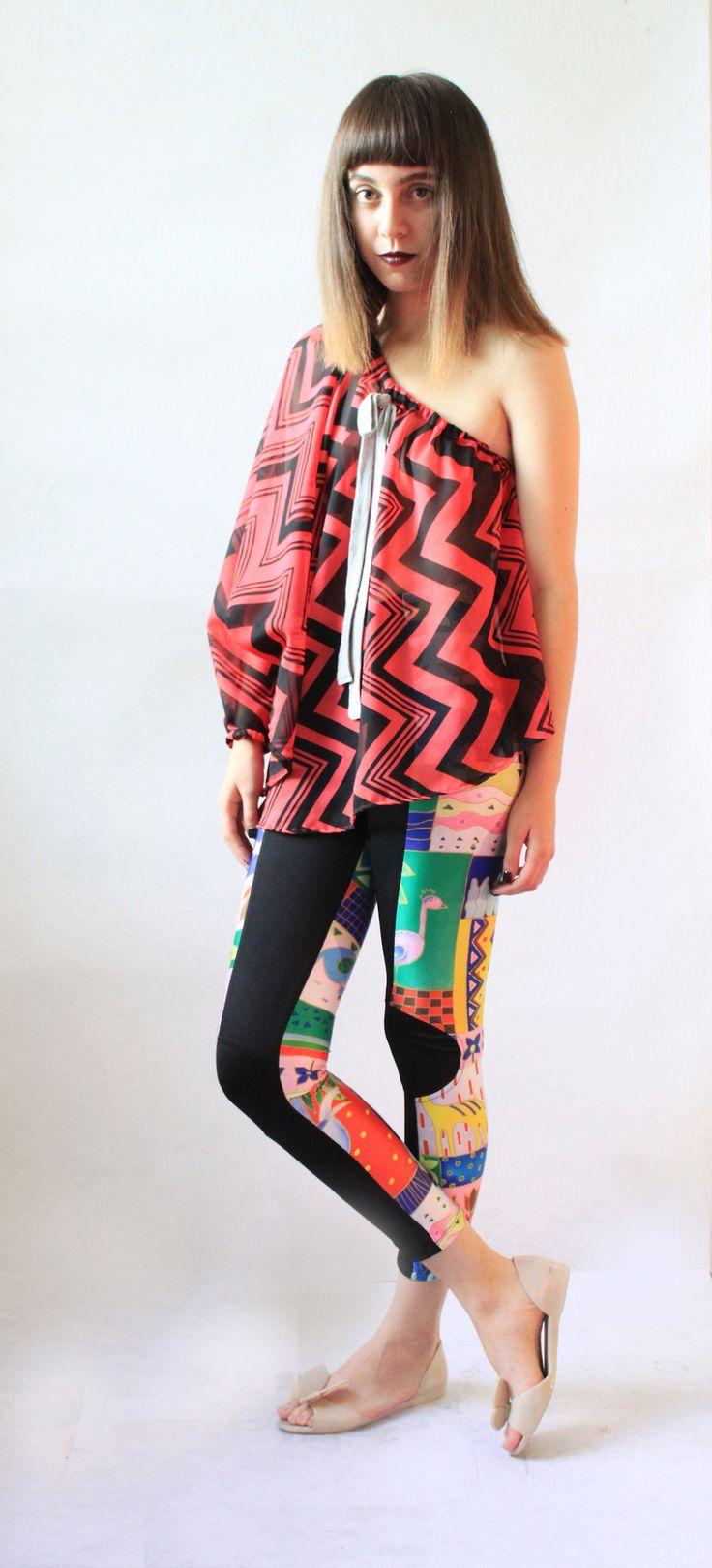 Genial blusa asimetrica de chiffón en grecas y los leggings más increibles, cómods y geniales!! Vestir cómoda no es un pretexto para no lucir cool!  Te gusta? pide el tuyo aquí! lo tenemos en una increible gama de textiles!www.kichink.com/stores/lacayo-pez #red #stripes #colors #leggings #oversize #amanzing #musthave #cool #unique #mexico #trend