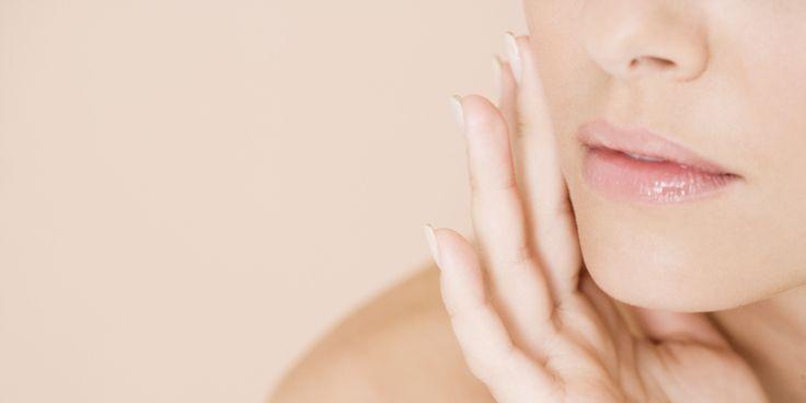 HOMOKTÖVIS BŐRRE GYAKOROLT HATÁSAI A bőrre külsőleg és belsőleg is tudunk hatni. Szokták mondani, hogy az vagy, amit megeszel. Nos, ez tényleg így van. Fontos, hogy a megfelelő tápanyagokat, vitaminokat, ásványi anyagokat, antioxidánsokat juttassunk a szervezetünkbe, és megadjuk a bőrünknek mindazt, amire szüksége van. A belső folyamatokon túl a külső hatások is befolyásolják a bőrünk