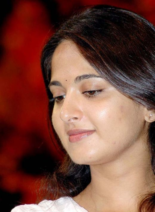 Anushka Shetty- anushka,anushka hot,anushka photos,Latest News,movies,Wallpapers,Photos, Videos: Anushka Shetty cute photos