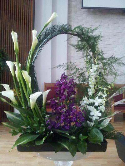 이번 주일부터 교회 절기상 고난 주간이 시작됩니다 그 분의 놀라운 사랑을 감사하며... 지난 주일(사순절 마지막주일) 꽃꽂이 입니다 카라 흰색 덴파레(란) 보라색 스토크 말채,소철,아스파라거스,엽란