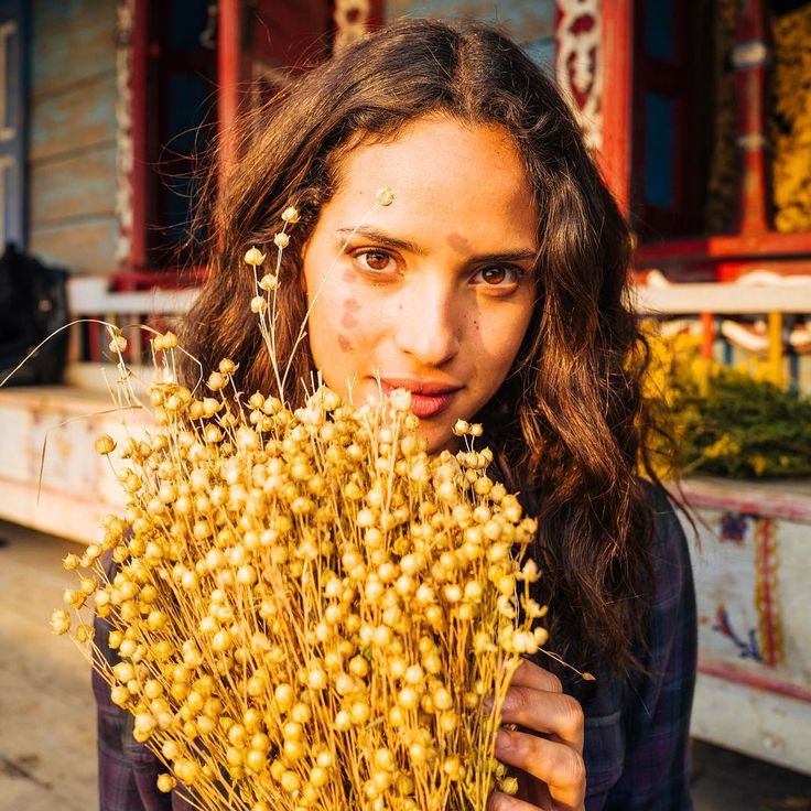 """Sweet pic of Adria Ariona holding flowers.  Emerald City (@nbcemeraldcity): """"Dorothy's fate is in the hands of #EmeraldCity.  Emerald City: Adria Arjona/Kansas City Policeman """"Dorothy Gale"""" and her magic gauntlets, and dog Toto, totally kickass yet vulnerable, well acted female character.  Gorgeous actors, great dialogue & script, gorgeous costumes, scenery, cinematography.  Gorgeous Masculine Hunks!! Fabulous Kickass Complicated Female Characters."""