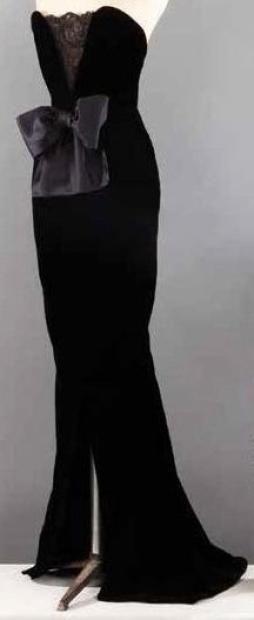 Yves SAINT-LAURENT Haute couture n° 55328 circa 1980 Robe longue en velours