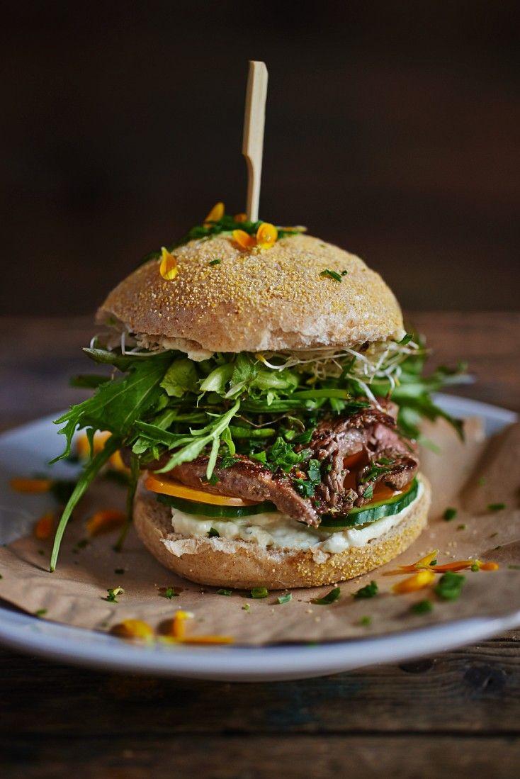 Steak-Burger mit Rindersteak und Gorgonzola | Zeit: 30 Min. | http://eatsmarter.de/rezepte/steak-burger