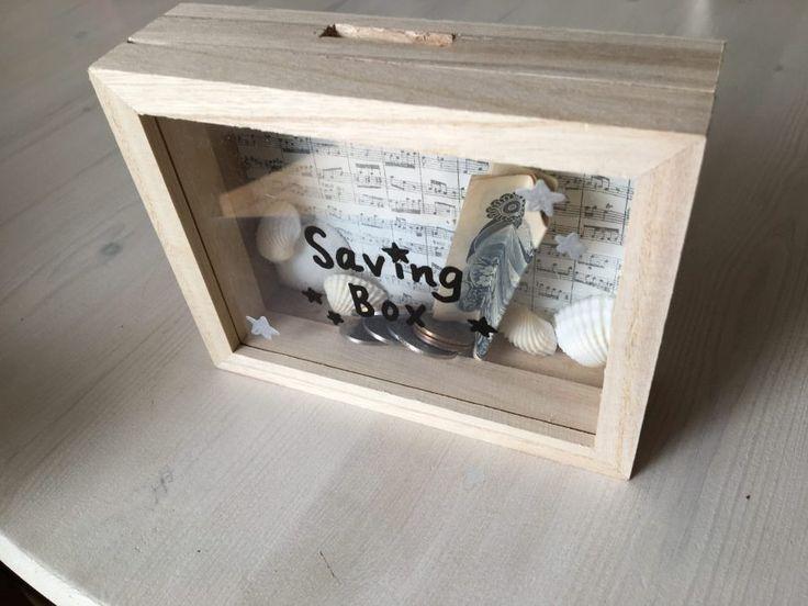 100均材料で簡単子供と工作 セリアのコレクションケースで中身が見える木の貯金箱の作り方 おしゃれにも可愛くも自分好みにデコって楽しもう 雪見日和 貯金箱 貯金箱 手作り 工作 貯金箱