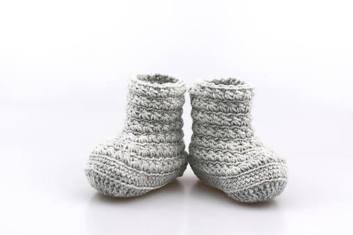 Čižmičky pre bábätko sú ručne háčkované z prírodného materiálu - z kvalitnej nórskej extra jemnej šedej 100% merino vlny vhodnej pre citlivú detskú pokožku. Sú vhodné predovšetkým ...