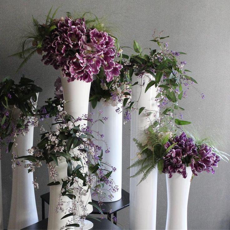 いいね!149件、コメント1件 ― LIFE DECOさん(@lifedeco.flowerworks)のInstagramアカウント: 「柔らかなグリーンと落ち着いた紫色のチューリップ。 白花器と合わせるとグッと印象的に仕上がります。  #lifedecoflowerworks #南青山東京」