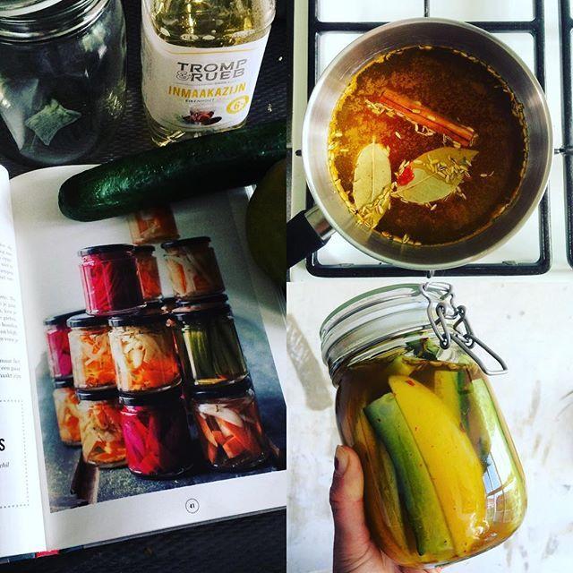 Kokkerellen met het boek van @instock_nl 😃 Ingemaakte mango met komkommer, kan niet wachten tot morgen 🙈 #instafood #instock #food #foodwaste #personalbodyplan #team1februari #foodporn #instockcooking