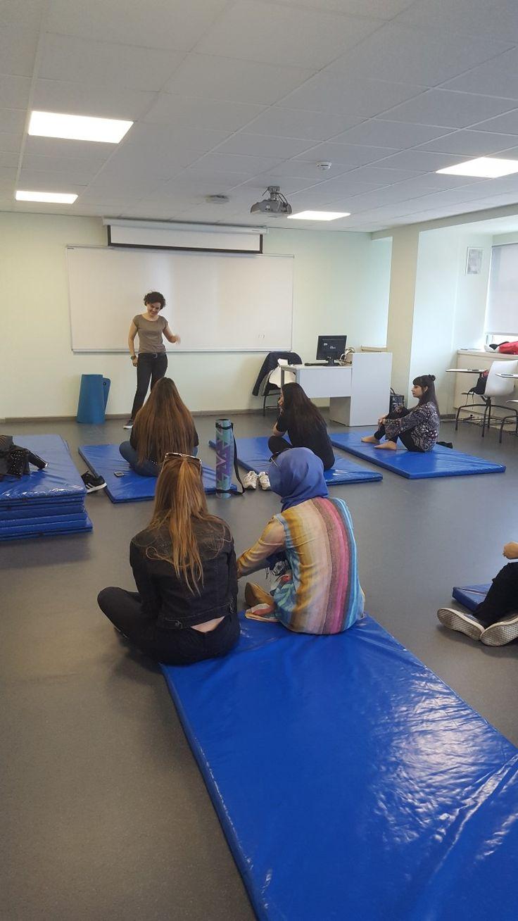 bahcesehir universitesi saglik bilimleri enstitusunde yoganin tanitimi...