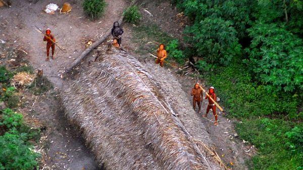 """Miembros de una tribu desconocida del Amazonas sin contacto con la """"civilización"""" fueron vistos en 2008.   10 de ellos fueron asesinados por mineros del otro. Se abrió una investigación (Survival International)"""