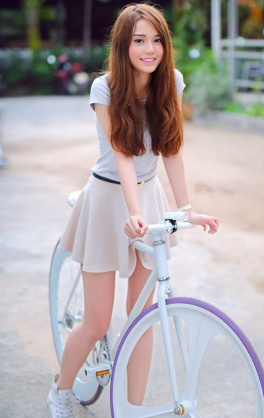 Lol this pic was meant to have the cute girls skirt noticed but all I'm crushing on is that bad ass bike ♡♡♡♡♡