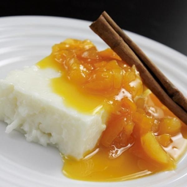 Receita de Manjar de tapioca com calda de damasco - Manjar, ½ xícara de açúcar cristal, ½ xícara de leite, ½ xícara de leite de coco, 1 colher de chá de car...