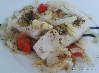 Aprende a preparar bacalao con verduras al vapor con Lekue con esta rica y fácil receta. Esta magnífica receta es ideal para un plato principal de pescado, el...