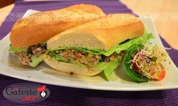 Sandwich cu ton