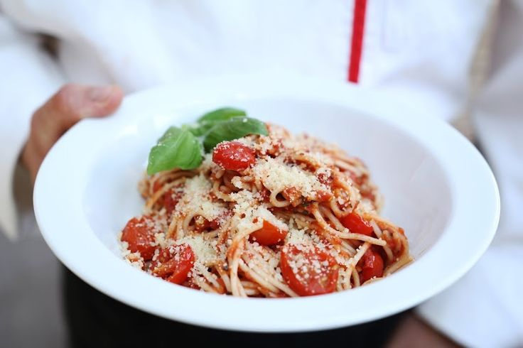 fot. masz.talerz | www.masztalerz.tu... | www.le-targ.com | #spahgetti #italy #italian #italiancuisine #tomatoes #tomato #yummy #food #foodporn #foodgasm #breakfast #letargbistro #restaurant #starybrowar #poznan #instafood #eating #cuisine #stary #browar #great #place #cheese