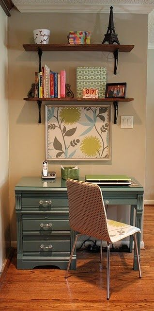 So cute for a small office space. Wish I could find a desk like that to refinish or paint!