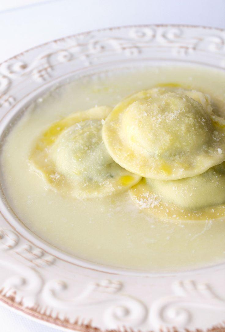 Ravioli di zucchine su crema di patate al limone