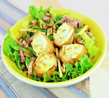 Salade campagnarde et chèvres chauds, c'est très facile et c'est prêt à être servi en moins de 15 minutes ! Plus de recettes express ici : www.enviedebienmanger.fr/idees-recettes/recettes-express