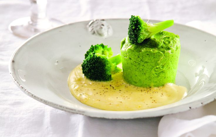 Ricetta Sformatini di broccoli e salsa olandese - Le ricette de La Cucina Italiana