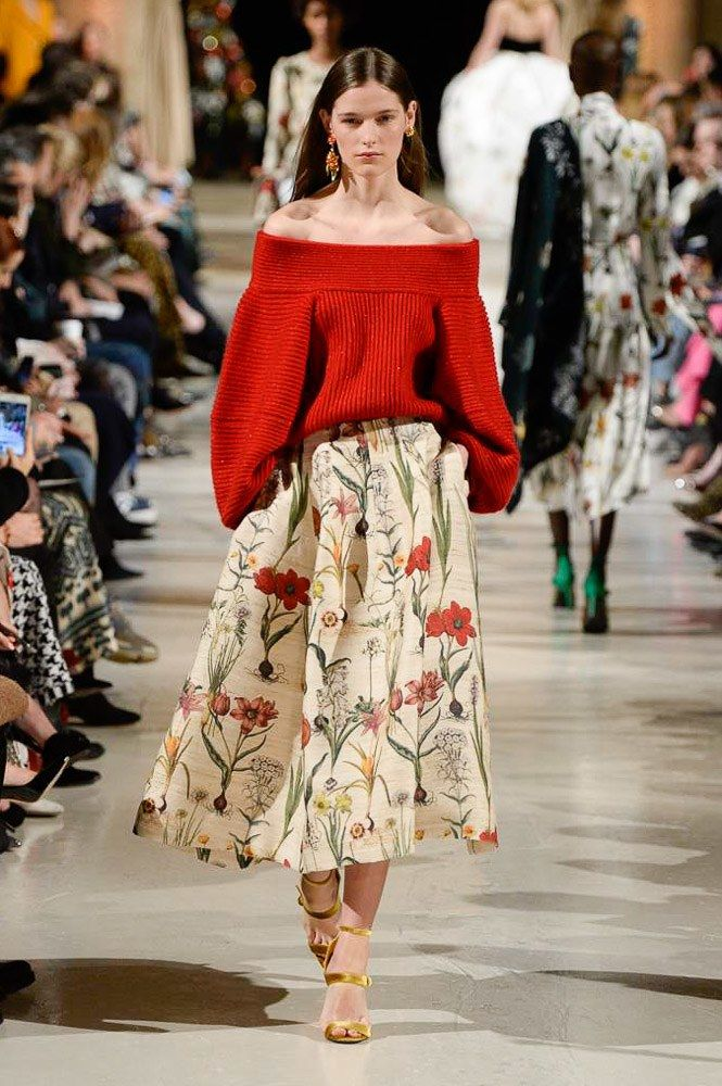 The complete Oscar de la Renta Fall 2018 Ready-to-Wear fashion show now on Vogue Runway.