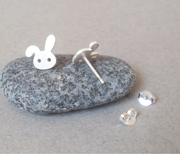 Bunny Rabbit Studs >> These are adorable!