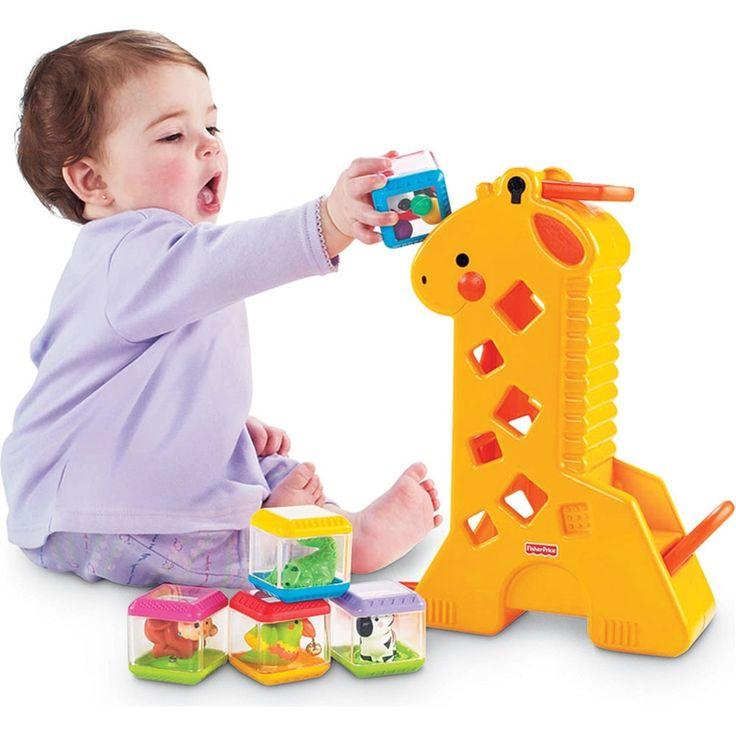 """Fisher Price - Girafa Peek-a-Blocks!  Esta girafa vem com quatro blocos, cada qual com uma animação diferente.  A brincadeira começa quando o bebê coloca os blocos na cabeça da girafa e eles vão descendo até o final.  Na medida em que os blocos vão passando pelas """"janelas"""", o bebê ouve sons e efeitos divertidos.  O produto desenvolve a percepção visual, auditiva musical, tátil, relação de causa-efeito e criatividade."""