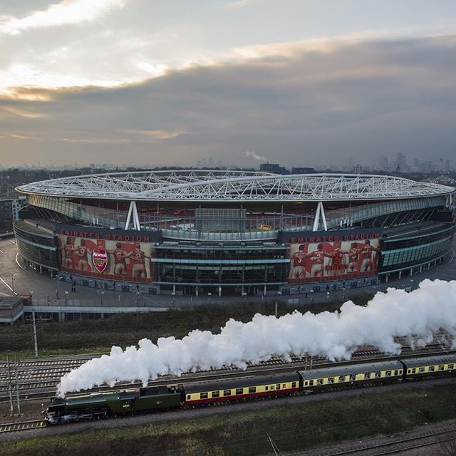 The world-famous #flyingscotsman sped past #Arsenal's #EmiratesStadium this morning.  With thanks to @gettyimages.