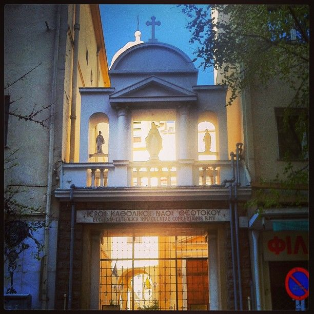 The entrance of the catholic church of the Immaculate Conception on Frangon Street.  (Walking Thessaloniki - Route 02, Old City Hall)