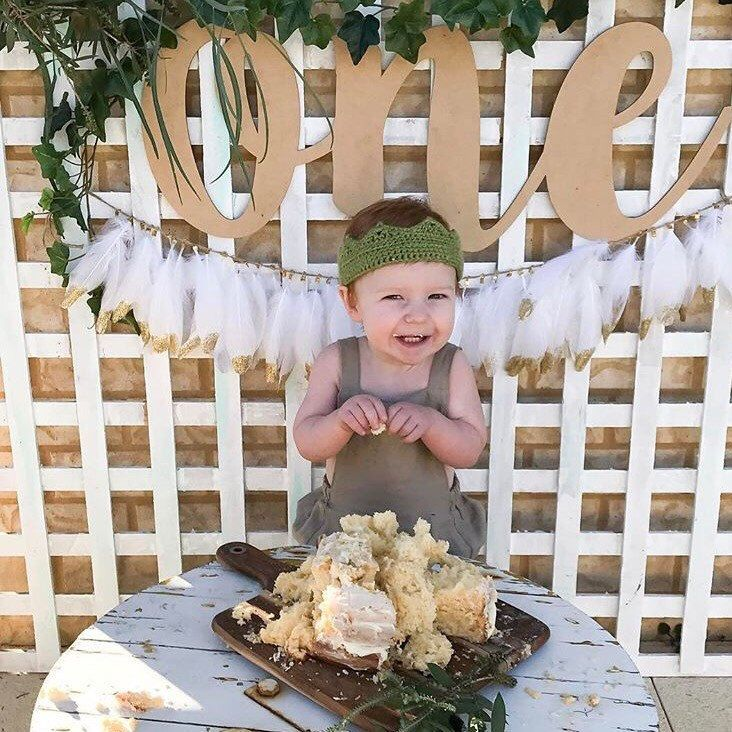 Our White+GOLD Feather Garlands are back in stock. The last restock only lasted 3 days so get in quick. They are the perfect back drop for your first birthday cake smash.