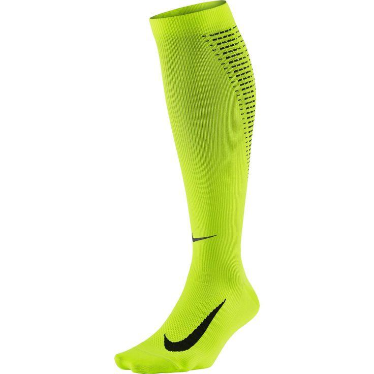 Nike Elite runningsokken  Description: De Elite running sokken van Nike bieden uitstekende comfort en ventilatie dankzij het bovenwerk dat is gemaakt van lichtgewicht mesh. De Anti-blister Dri-FIT garen houden je voeten comfortabel en droog. De platte teennaden zorgen voor minder irritatie en wrijving. De running sokken bestaan voor 59% uit polyester 38% uit nylon en 3% uit spandex.  Price: 29.99  Meer informatie