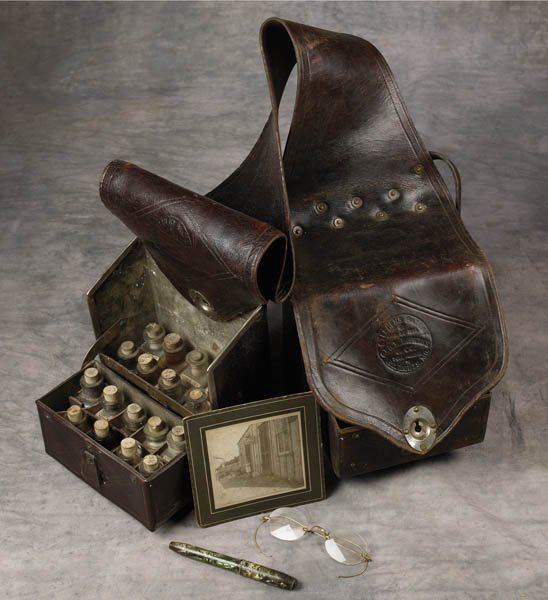 16: 19th Century Doctor's Saddle Bags : Lot 16
