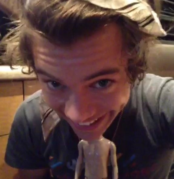 "Harry Styles vine ""Creepy doll"" This is now my homescreen....... Don't judge"