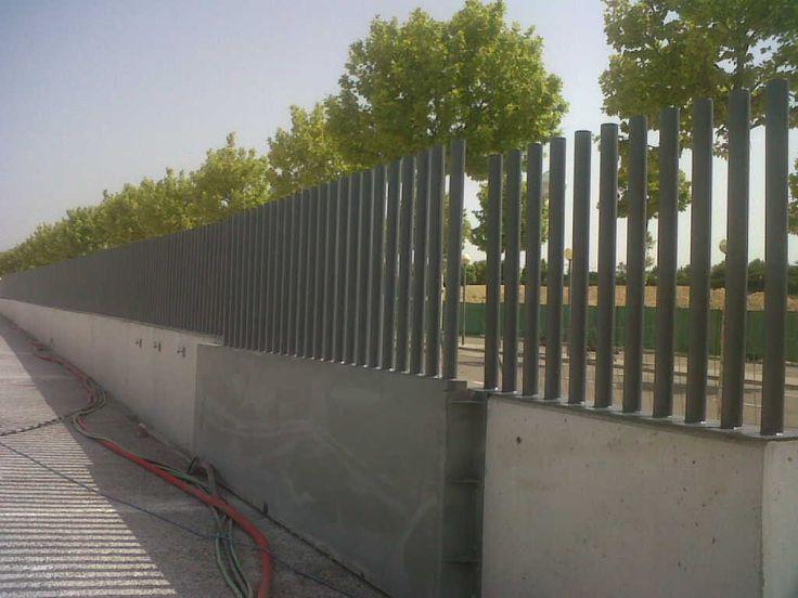 Verja empalizada de tubos for Tubos de hierro rectangulares