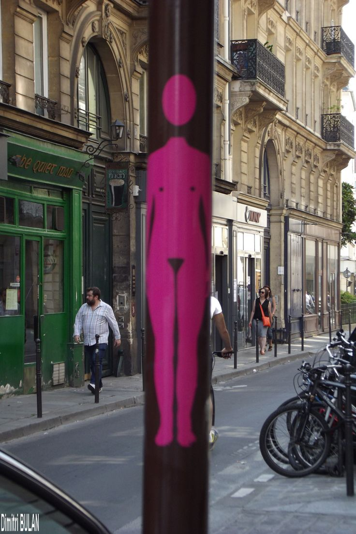 Nude in street art at Paris