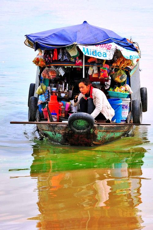 shop-truck-tonle-sap-by-catherine-zasukhina