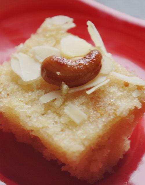 """Bonjour et bienvenue dans mon blog cuisine. Aujourd'hui nous allons cuisiner """"Suji ka halva"""" Le halwa est un dessert indien, c'est une sorte de gâteau de semoule. Pour cette recette indienne il faut : 100g de semoule fine 1/4 litre d'eau 50g de sucre..."""
