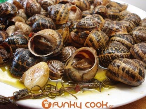 Συνταγή Χοχλιοί Μπουμπουριστοί – Σαλιγκάρια με Μυρωδικά - Συνταγές μαγειρικής , συνταγές με γλυκά και εύκολες συνταγές από το Funky Cook