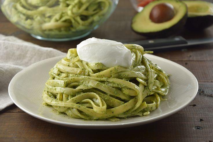 Deliciosa receta de pasta con salsa a base de Yoghurt Estilo Griego FAGE Total® 0% con aguacate y cilantro. Se volverá un favorito en tu cocina.
