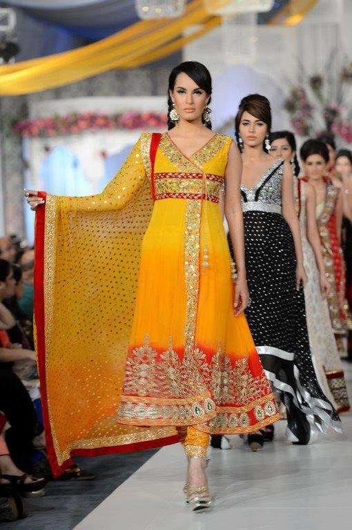 Orange #pakistani dress.. in love with the colors!