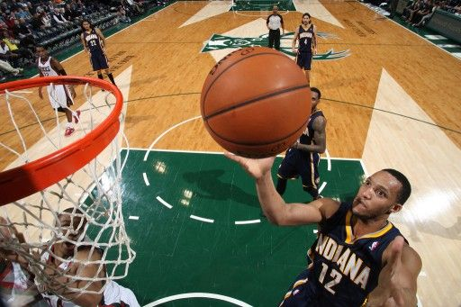 13-14NBA、ミルウォーキー・バックス(Milwaukee Bucks)対インディアナ・ペイサーズ(Indiana Pacers)。シュートを狙うインディアナ・ペイサーズのエバン・ターナー(Evan Turner、2014年4月9日撮影)。(c)AFP=時事/AFPBB Ne...