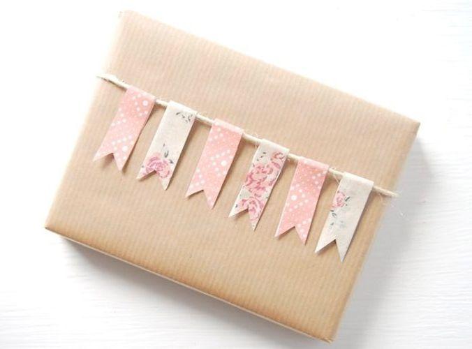 Este año me he propuesto presentar bien mis regalos y aprender a empaquetarlos. ¿Queréis saber el truco para envolver regalos como profesionales?
