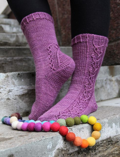 Ravelry: Keväthuuma pattern by Tiina Kuu  .... free pattern starting Nov 2014. Love the color & the pretty vine