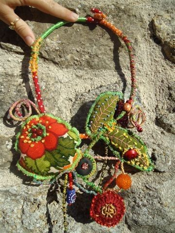 """1001 mains de FOLIE""""http://freecolors.blogs.marieclaireidees.com/archive/2011/11/23/1001-mains-de-folie.html"""""""