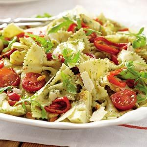 pesto tomato avacado pasta salad = all my favorite foods in one dish? yes please.