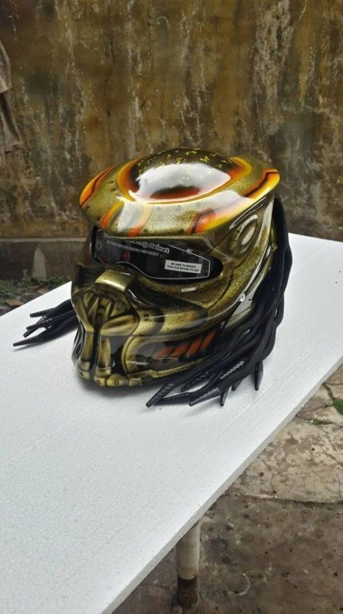 AWESOME PREDATOR HELMET MOTORCTCLE WITH GOLD COLOR - DOT APPROVED #Celloz #Helmet