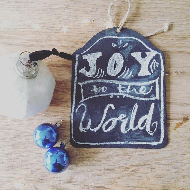 Happy Sunday! Third Sunday of advent is for JOY! #advent #simplejoy #christmasjoy #chalkboardart #stylingtheseasons