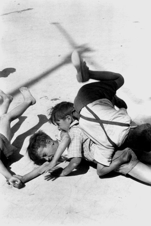 René Burri - Children playing, Sicily, Italy, 1956. Magnum photos. S)